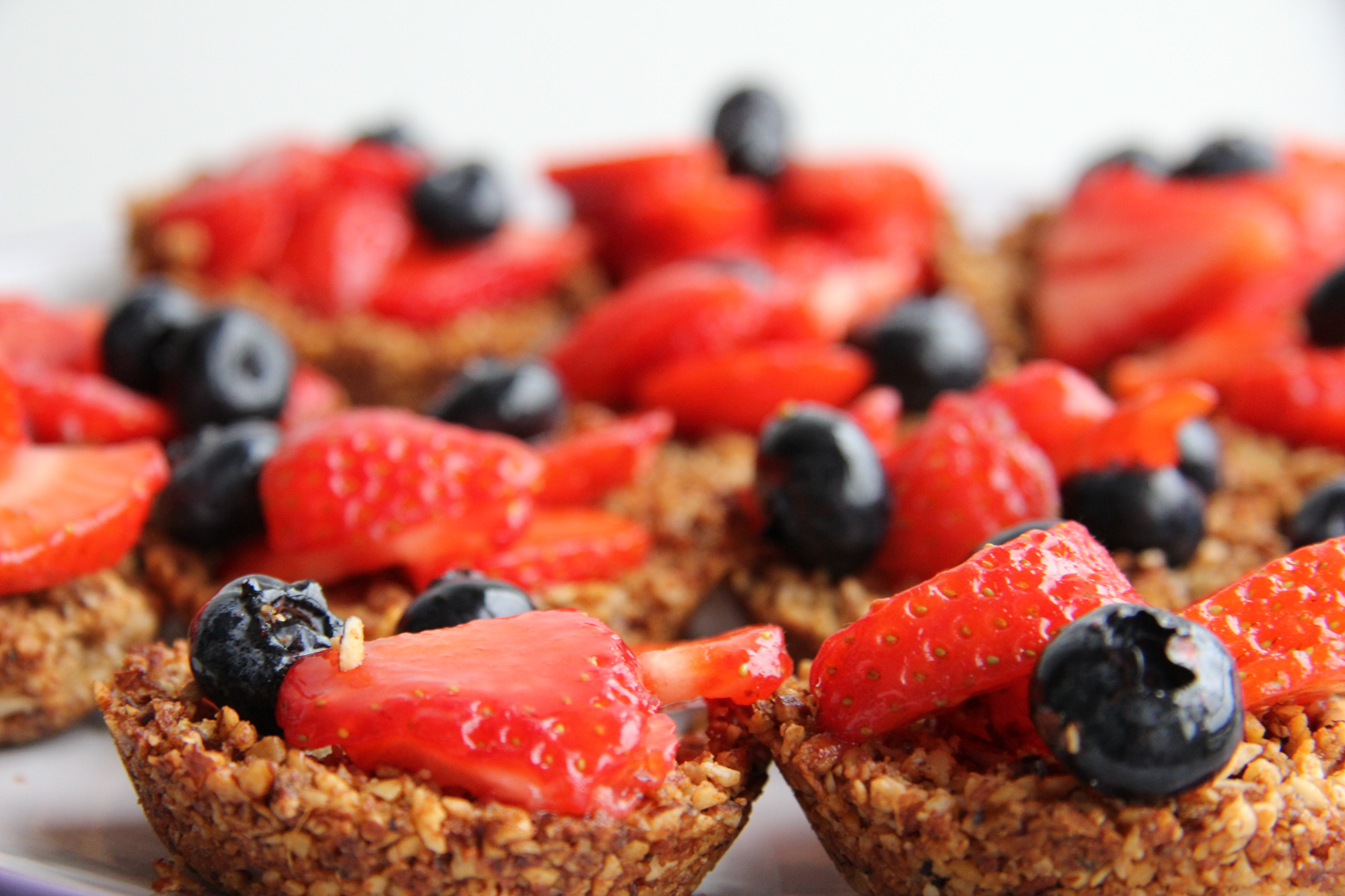 Strawberry and Blueberry Tarts with Ginger Nut Crust – Divalicious ...